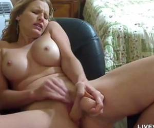 Busty Cougar Brianna Ray With Blond Hair And Desire To Fuck