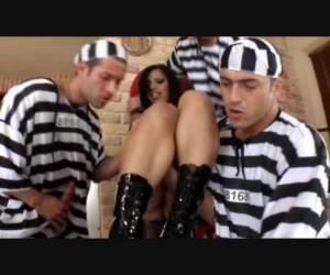 Prison Chain Gang Enters Gang Bang