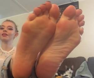 Hot blonde chick Jessie Volt having her feet licked before giving footjob  1487906