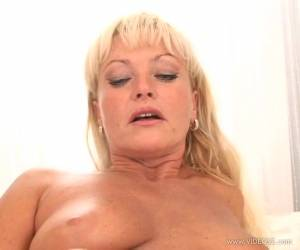 Domenika Pink The Skanky MILF Blows A Big Black Cock
