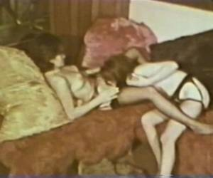 Lesbian Peepshow Loops 587 70's And 80's - Scene 1