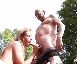 Old Porn Beautiful Teen Giving Blowjob And Fucked