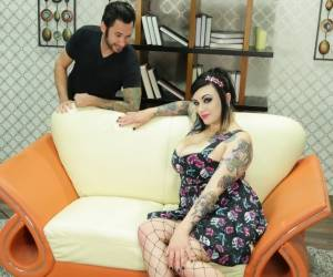 Tattooed BBW Scarlet Lavey demonstrates her affinity for oral sex № 240274 бесплатно