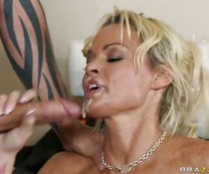 Cum Lover Rhylee Richards Receives A Hot Load Of Cock Sauce After A Nice Fuck