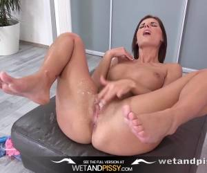 Wet And Pissy - Jennifer Jane Pissing Video