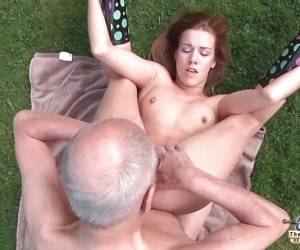Old Porn Beautiful Teen Sucking Cock And Fucked