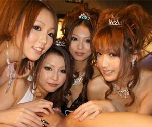 Karin Asamiya & Saki Kozakura & Shiho Kanou & Yuki Mizuho In Karin, Saki, Shiho And Yuki Are Having Fun In The Night Club - AviDolz