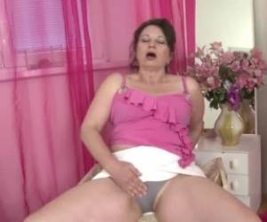 Real Mature Mommy With Hungry Mature Vagina