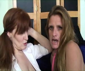 Lesbian Anal Sexing With Strapon