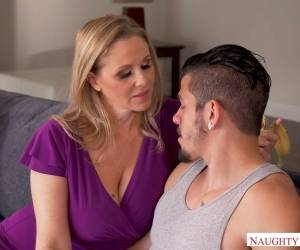 Stunning Looking 48 Yo Housewife Julia Ann Gets Her Twat Licked So Well