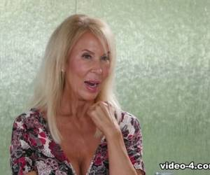 Erica Lauren & Dee Williams & Justin Hunt In My Stepmom And Friend - FantasyMassage