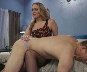Julia Ann,Corbin Dallas In Mommy's Little Pervert - DivineBitches