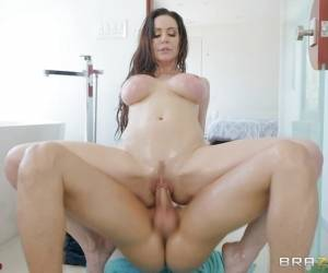 Kinky Kendra Lust Riding In The Bath Tub