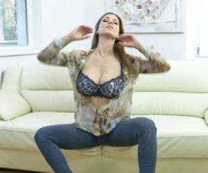 Anilos Carol Gold House Wife Show Soft