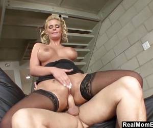 Hot MILF Phoenix Marie Gets Creampied