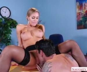 Cum Hungry Hottie Nicole Aniston