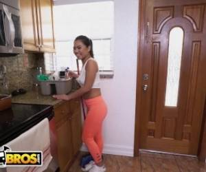BANGBROS - Young & Petite Oriental Housekeeper Cindy Starfall Aims 2 Please